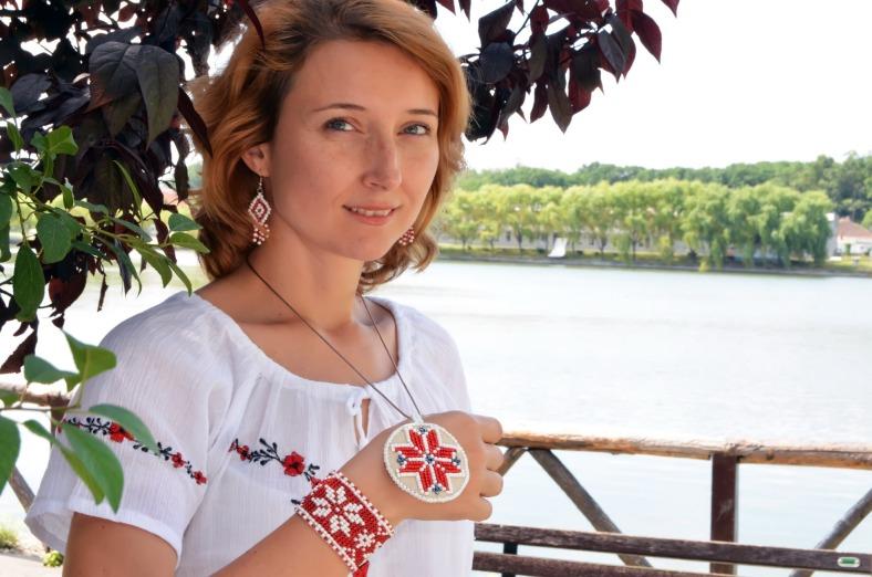 Pandantiv handmade brodat cu motive populare romanesti - colul morii sau steaua în 8 colturi